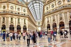 Återförsäljnings- shopping i Milan Italy Royaltyfria Bilder