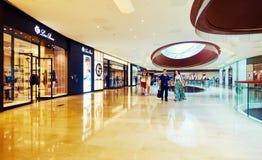 Återförsäljnings- shoppinggalleriamitt Arkivfoton