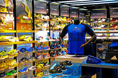 Uttag för Addidas sportsweardetaljhandel Fotografering för Bildbyråer