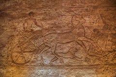 Återgivning av Ramesses II i en triumfvagn på striden av Kadesh royaltyfria foton