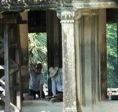 Återställande arbetar i Angkor Wat, i Siem Reap Arkivbild