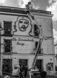 Återställandearbete på ett hus som visar den Che guevaraen arkivbilder