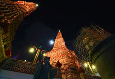 Återställandet reparerar en tempel Wat Arun Arkivfoto