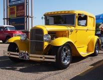Återställd gul modell A Ford för antikvitet 1930 Arkivbild
