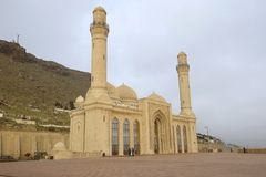 Återställd Shiite moské Bibi-Eybat, Januari morgon Baku Azerbajdzjan royaltyfri bild