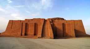 Återställd ziggurat i forntida Ur, sumerian tempel, Irak Fotografering för Bildbyråer