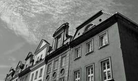 Återställda byggnader i den gamla staden av Poznan, Polen Arkivbilder