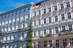 Återställda hus i den Berlin-Prenzlauer bergen Royaltyfri Bild