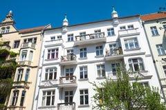 Återställda hus på den Prenzlauer bergen i Berlin Royaltyfria Bilder