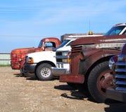 Återställda klassikerlastbilar Arkivbild
