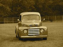 Återställda klassiska Mercury Truck In Sepia Arkivfoton