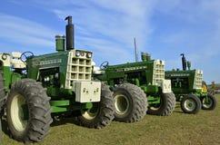 Återställda Oliver traktorer 1750, 1950 och 1955 Arkivbilder