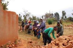 Återställningen av godan för tegelstenar till ett hus kollapsade fortfarande, pomen Arkivfoto
