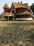 återställt burma kolonialt hus Arkivbild