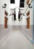 Återvändsgränd mellan byggnad Royaltyfria Bilder