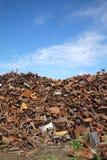 Återvinningbransch, hög av gammal metall Royaltyfri Fotografi