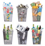 Återvinningfack med papper, plast-, exponeringsglas, metall och elektronisk avfalls royaltyfri fotografi