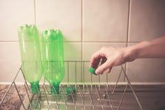 Återvinningplast- buteljerar hemma royaltyfri foto