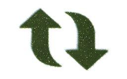 Återvinningseriesymboler ut ur realistiskt gräs Arkivbild