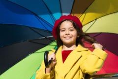 Åtföljande positiv påverkan för färgrik nedgång Vägar ljusnar ditt nedgånglynne Väder för nedgång för möte för långt hår för flic arkivfoto