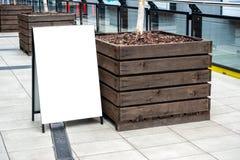 Åtlöje för smörgåsbräde/signagebrädeupp mall royaltyfri foto
