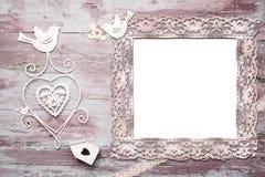 Åtlöje upp av den romantiska inbjudan arkivfoton