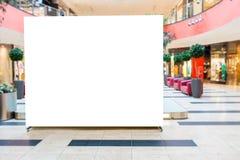 Åtlöje upp Tom affischtavla som annonserar ställningen i modern shoppinggalleria royaltyfri foto
