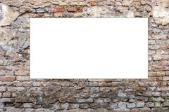 Åtlöje upp Tom vertikal affischtavla, affischram som annonserar på den gamla tegelstenväggen arkivbild