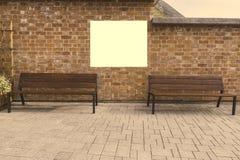 Åtlöje upp Tom vertikal affischtavla, affischramar som annonserar på tegelstenväggen nära träbänkar royaltyfria foton