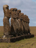 Åtsittande rad av Moai Royaltyfri Fotografi