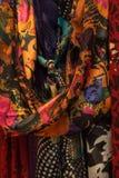 Åtsittande skott av färgrika scarves för kvinna` s Arkivbilder