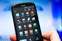 Åtskillig Android applikation på HTC-apparaten Arkivbild