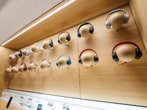 Åtskillig ljudsignal Dr Dre Apple för hörlurartaktbu arkivbilder