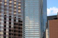 åtskillig reflekterande skyskrapasun Royaltyfri Foto