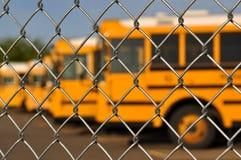 åtskillig skolasky för blå buss Arkivfoton