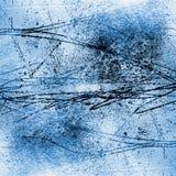 Åtskillig valuesCementvägg med stora skrapor på murbruken Arkivfoto