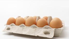 Åtskilliga ägg i en pappers- packe Arkivfoton