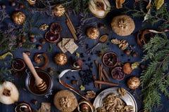 Åtskilliga efterrätter tjänade som på en tabell, orientalisk stil Arkivbild