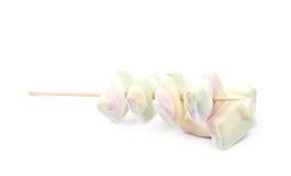 Åtskilliga marshmallower på en pinne Royaltyfria Foton