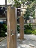 Åtskilliga utomhus- duschar Royaltyfria Foton