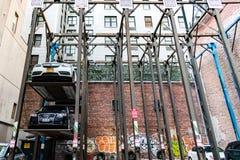 Åtskilligt parkera garage för NYC royaltyfria bilder
