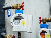 Åtskilligt vatten kontrar att värma fördelnings- och gasrör fotografering för bildbyråer