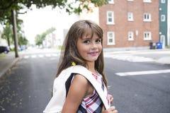 Åtta år flicka för gammal skola royaltyfri bild