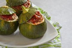 Åtta-boll zucchini som är välfylld med kött Arkivbild
