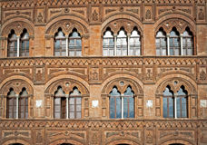 Åtta härliga Windows i Florence Arkivfoton