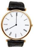 Åtta klockan på den isolerade visartavlan av armbandsuret Arkivfoton