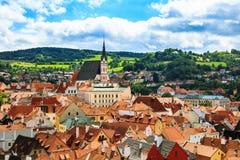 捷克克鲁姆洛夫市顶视图在夏天 库存照片