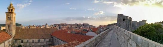 杜布罗夫尼克老镇全景从墙壁的 免版税图库摄影