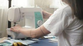 桌面裁缝,设计师女用贴身内衣裤,侧视图,蓝色背景 影视素材