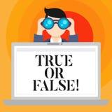 概念性手文字显示真实或错误 企业照片文本决定在事实或告诉谎言疑义之间 库存例证